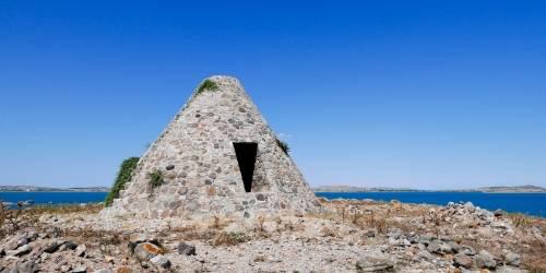Κενοτάφιο Λήμνου - Πυραμίδα